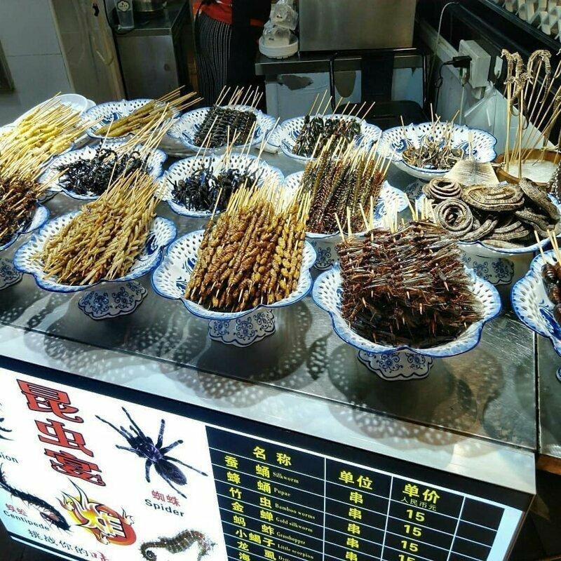 Пауки, жуки, червяки - классика местных рынков