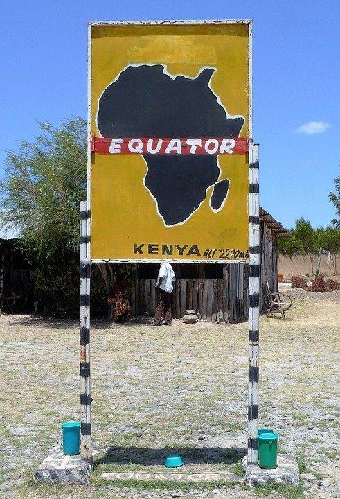 На экваторе находятся 14 стран. На сегодняшний день ни один путешественник не смог обойти все эти страны и совершить таким образом кругосветное путешествие вдоль экватора