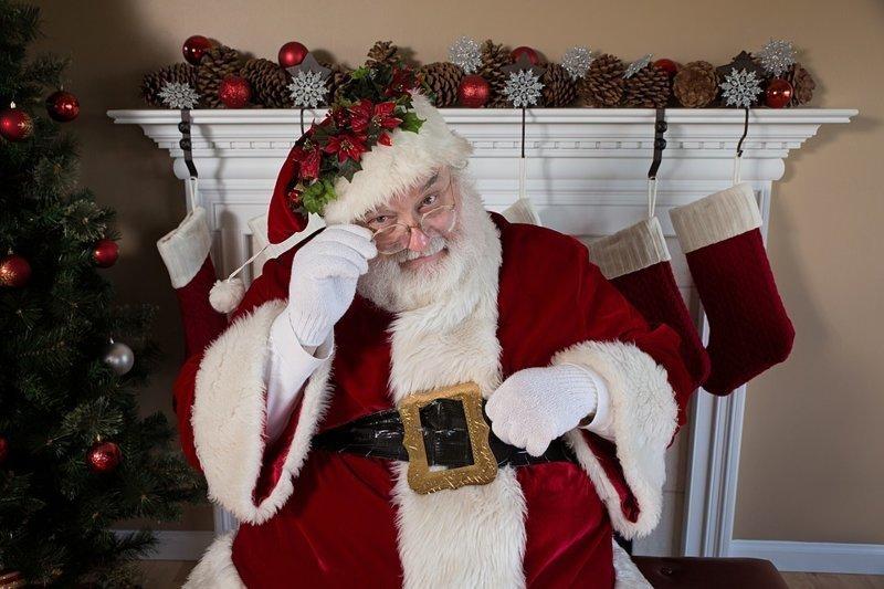 Командование воздушно-космической обороны Северной Америки (NORAD) посчитало, что для того, чтобы вручить подарки всем детям Санта-Клаус на своей упряжке должен преодолеть 510 000 000 км