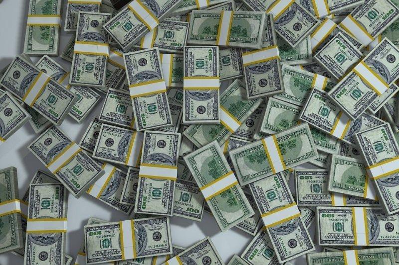 0,1 × 39 800 000 000 = 3 980 000 000 мм, или 3980 км — такой высоты будет пачка банкнот, если собрать все бумажные доллары на Земле и сложить их друг на друга и эта пирамида выйдет за пределы атмосферы