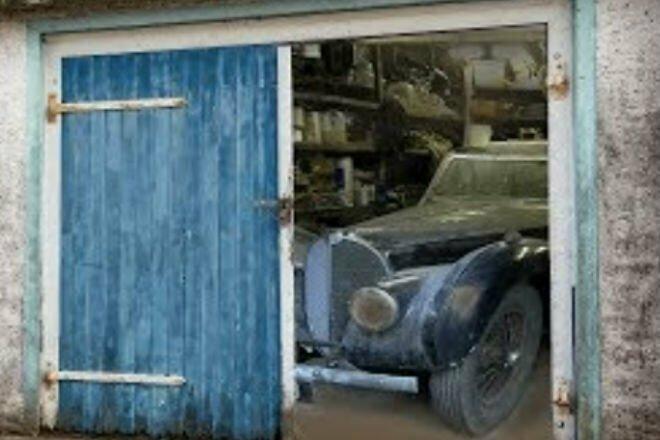 Вот это клад: в закрытом гараже обнаружили раритетный автомобиль