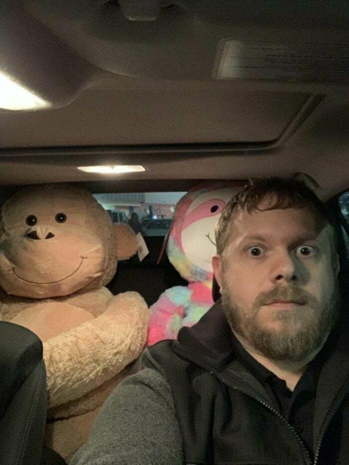 """""""Я не знал, что жена оставила детские подарки на заднем сиденье, пока не решил проверить зеркало заднего вида"""""""