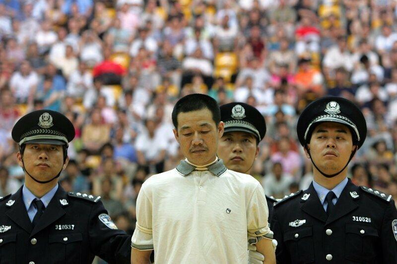 А в Китае взяточников расстреливают, и это заметно