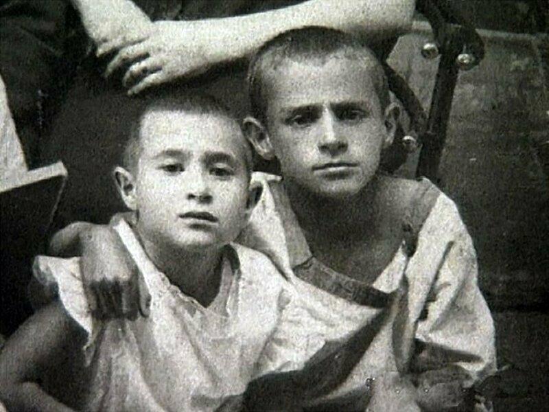 Зиновий Гердт со старшим братом Борисом, Себеж (Витебская губерния, ныне Псковская область), 1926 год