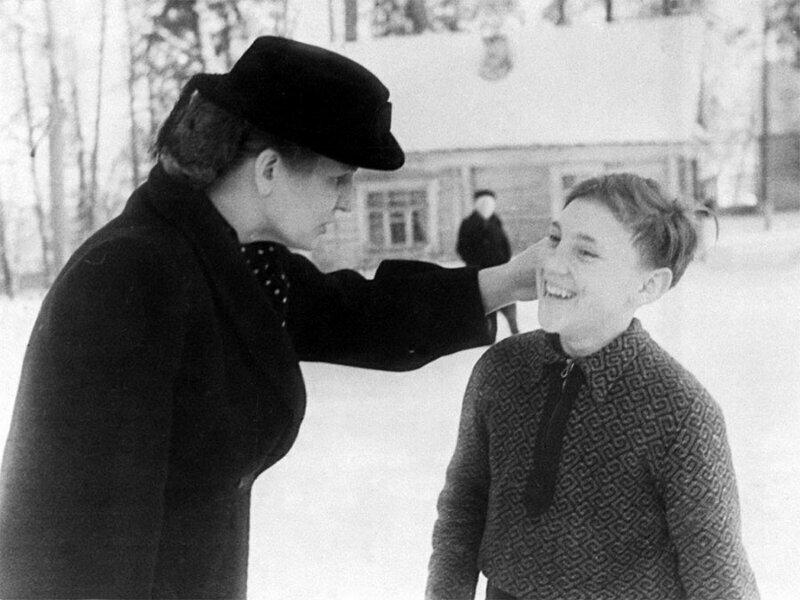 Юный Владимир Высоцкий в зимнем пионерском лагере «Машиностроитель», Покров, Владимирская область, январь 1950 года