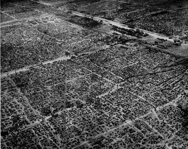 9. Лагерь военнопленных на Западном фронте, в котором было более 100 000 немцев, май 1945 года