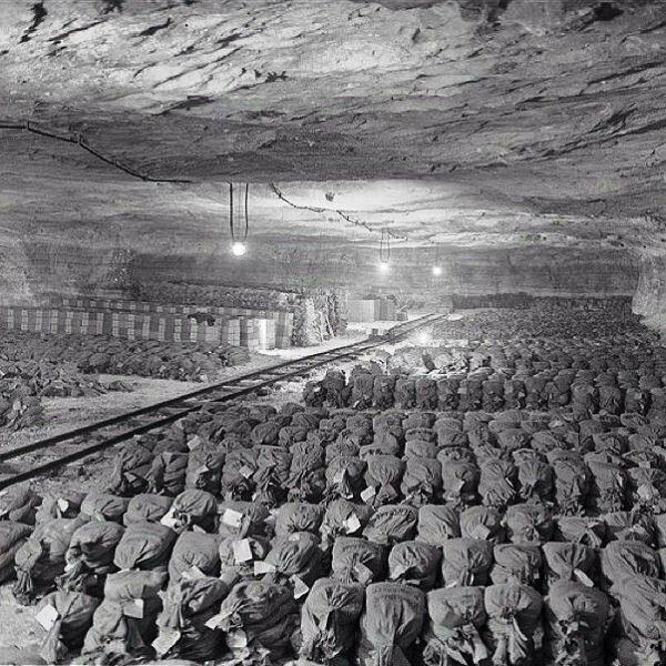 2. Более 7000 мешков золота и серебра, которые нацисты украли в 1945 году