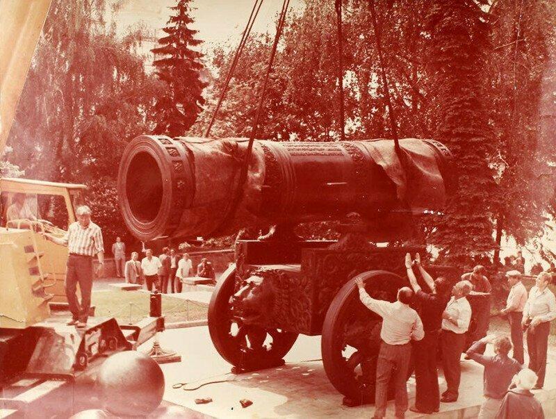 Монтаж Царь–пушки после ремонта, 1980 год, Москва