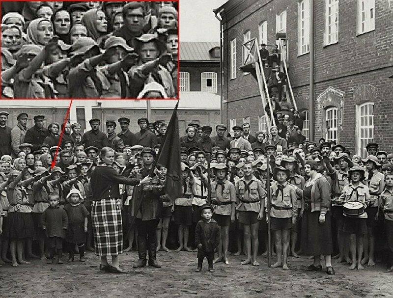 """Пионерская линейка во дворе фабрики """"Рабочий край"""". Иваново–Вознесенск. 26 августа 1924 года."""