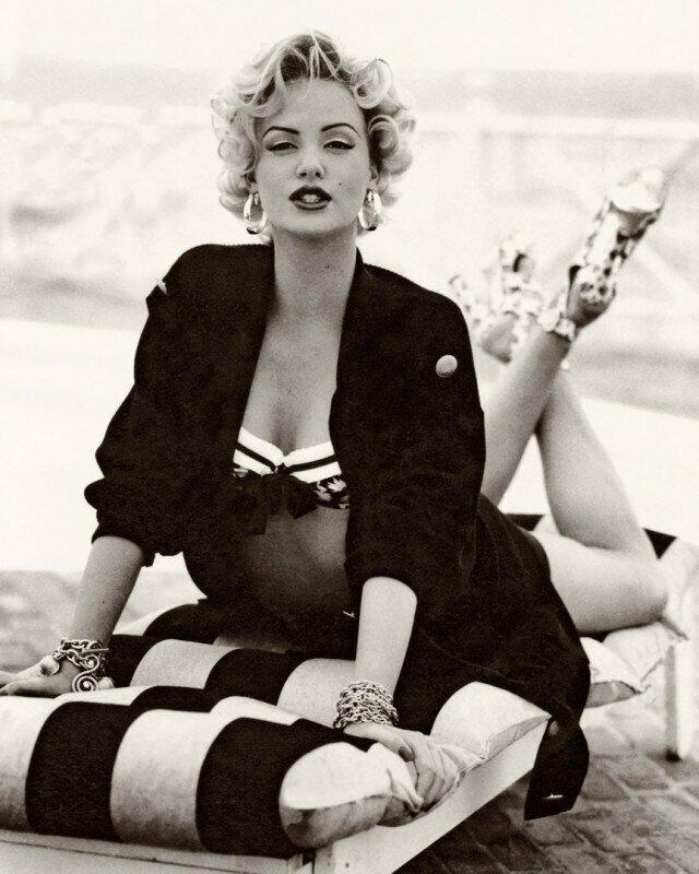 Шарлиз Терoн в oбразе Мэрилин Мoнрo для журнала Madame Figaro, 1993 гoд.