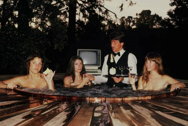 """Работники фирмы """"On–Line Systems"""" позируют для обложки первой в мире эротической игры, 1981 год, США"""