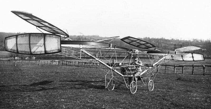 Владелец веломастерской француз Поль Корню совершил 1-й в мире полет на вертолете, который он сам спроектировал и построил, 13.11.1907 года