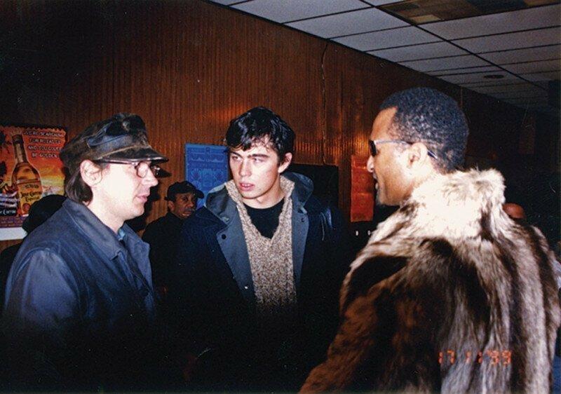 Алексей Балабанов, Сергей Бодров и Милтон Виллер за кадром культовой картины Брат 2. 17 ноября 1999 г.