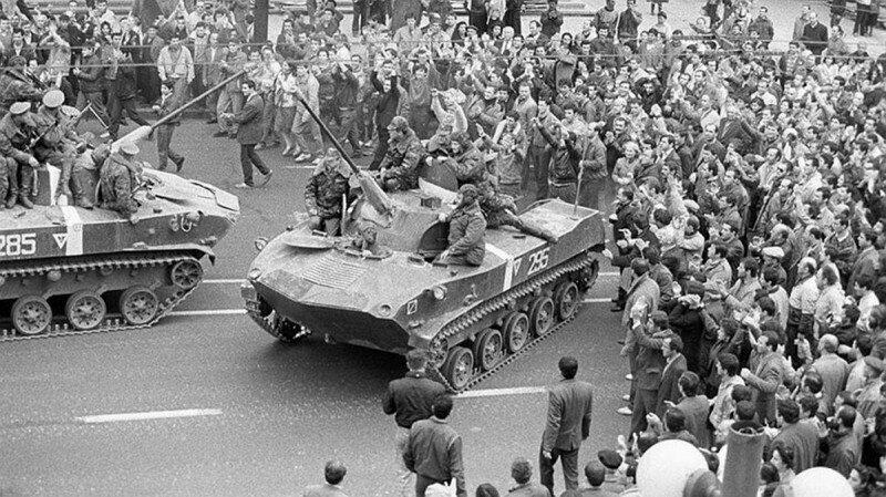 Митинг перед Домом правительства за упразднение абхазской автономии. Тбилиси. 9 апреля 1989 г.