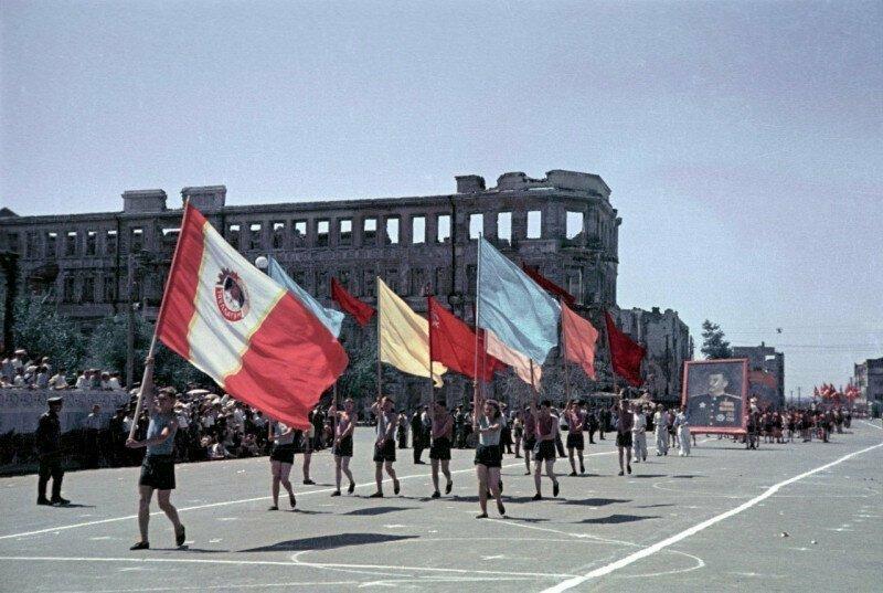 Первый послевоенный спортивный парад в Сталинграде, 1945 год