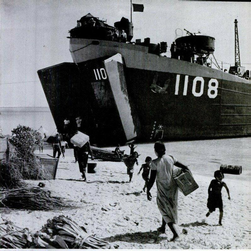 Эвакуация жителей атолла Бикини для проведения там ядерных испытаний. Март,1946