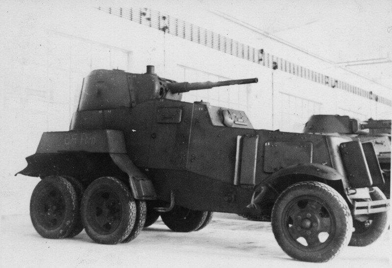 Захваченный советский бронеавтомобиль БА-10М в ангаре испытательного полигона Куммерсдорф в Германии. 1941 год