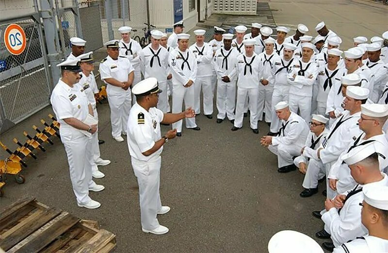 Подают на увольнение: американских военных моряков слишком впечатлила встречи с российскими