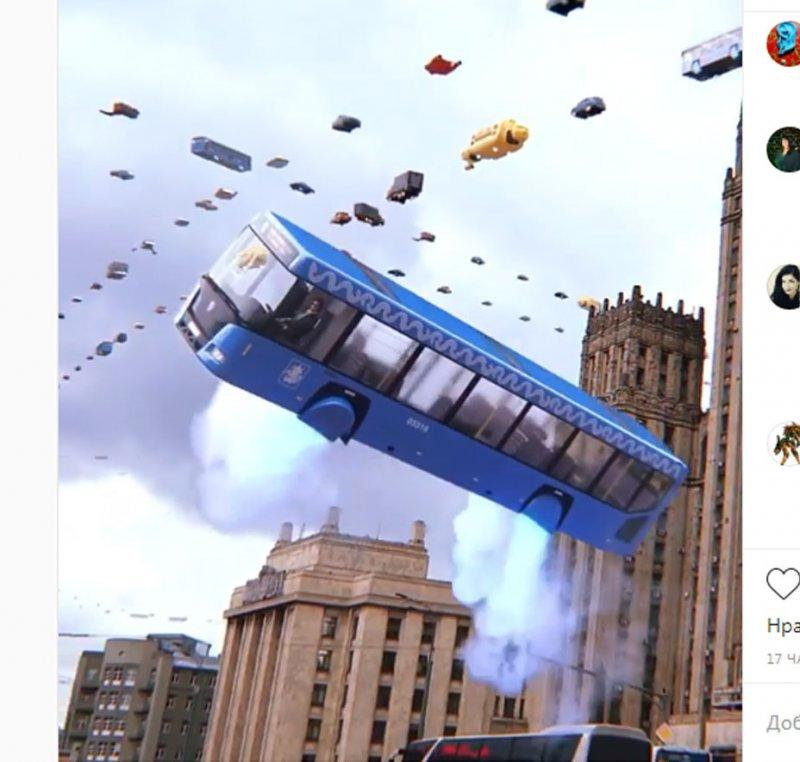Осталось немного: Киану Ривз будет возить москвичей на автобусе