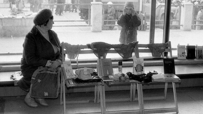 Кругом базар: вспомните, как и чем торговали в 90-е