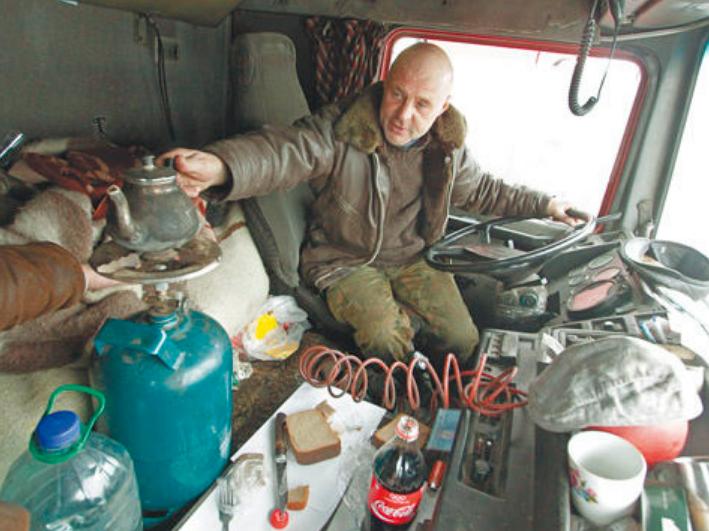 Жилье на колесах: дальнобойщики показывают свои кабины