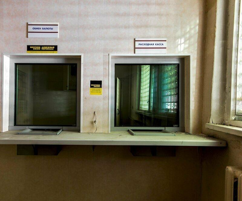 Это банковское отделение из 90-х, в 2000-х оно перестало функционировать