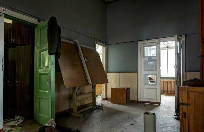 Некоторые залы нетронуты, и обстановка в комнатах сохранилась в прежнем виде