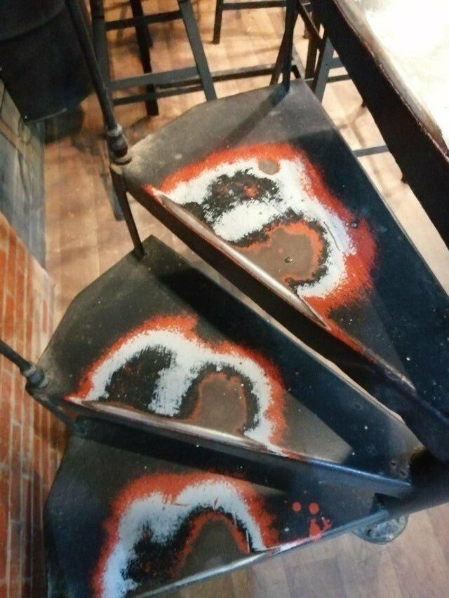24. Лестницы в кофейне