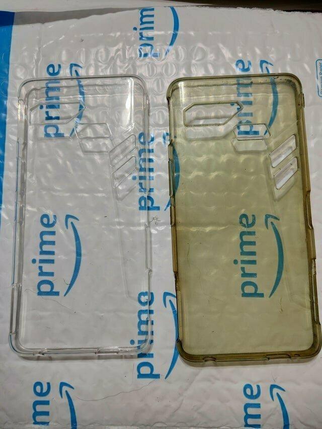 3. Новый чехол слева, а справа - после 2-х лет использования