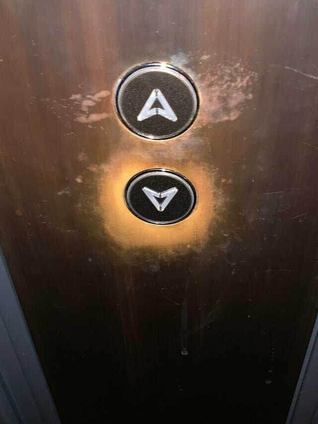 13. Кнопки в лифте