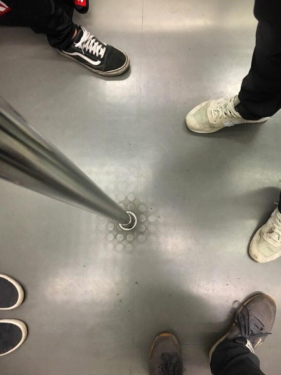 19. Пол в метро