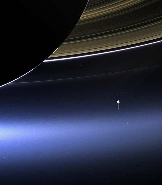 А так - из-за колец Сатурна