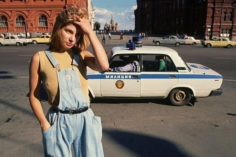 Девушка рядом с Красной площадью