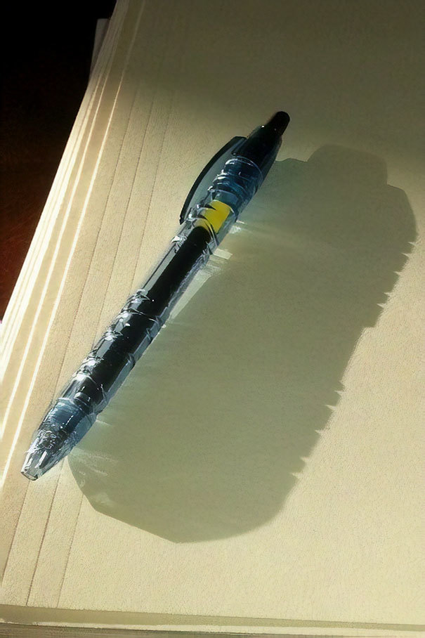 Бутылка замаскировалась под ручку