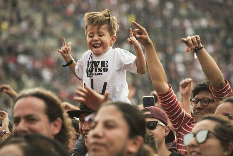4. Фанаты на фестивале Vive Latino в Мехико