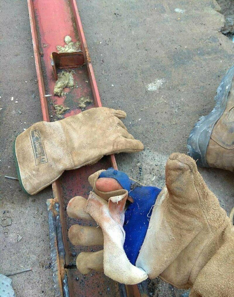 Во время сварки и работы с болгаркой всегда носите перчатки