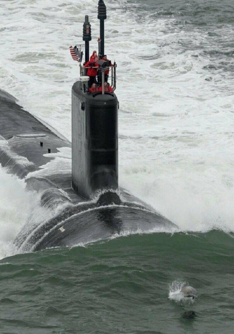 Подводные лодки на суше, во льдах и в разрезе