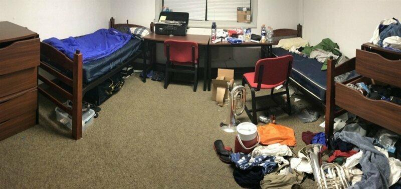 """""""Моя половина комнаты и половина - моего соседа"""""""