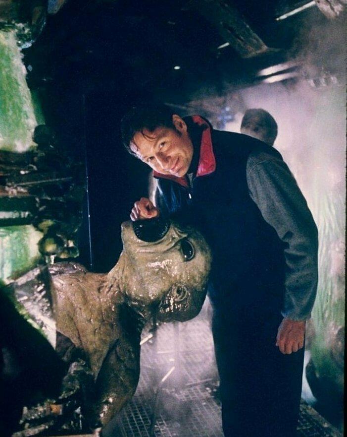 """Дэвид Духовны во время съемок сериала """"Секретные материалы"""", 1998 год"""