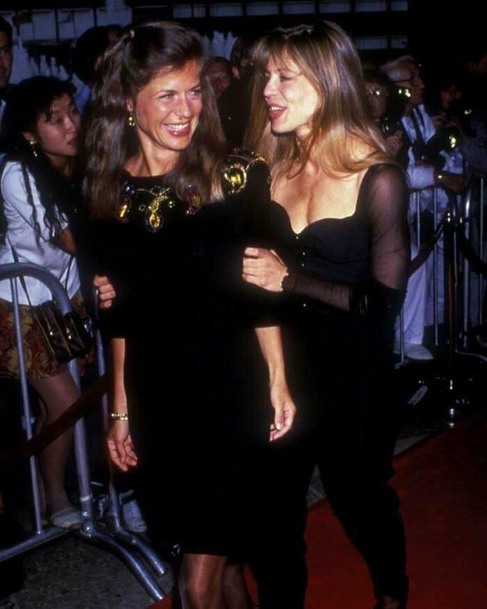 """Близняшки Хэмилтон на премьере фильма """"Терминатор 2: Судный день"""" в 1991 году"""