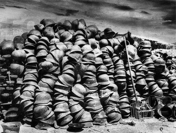 Немецкие каски из освобожденного Севастополя