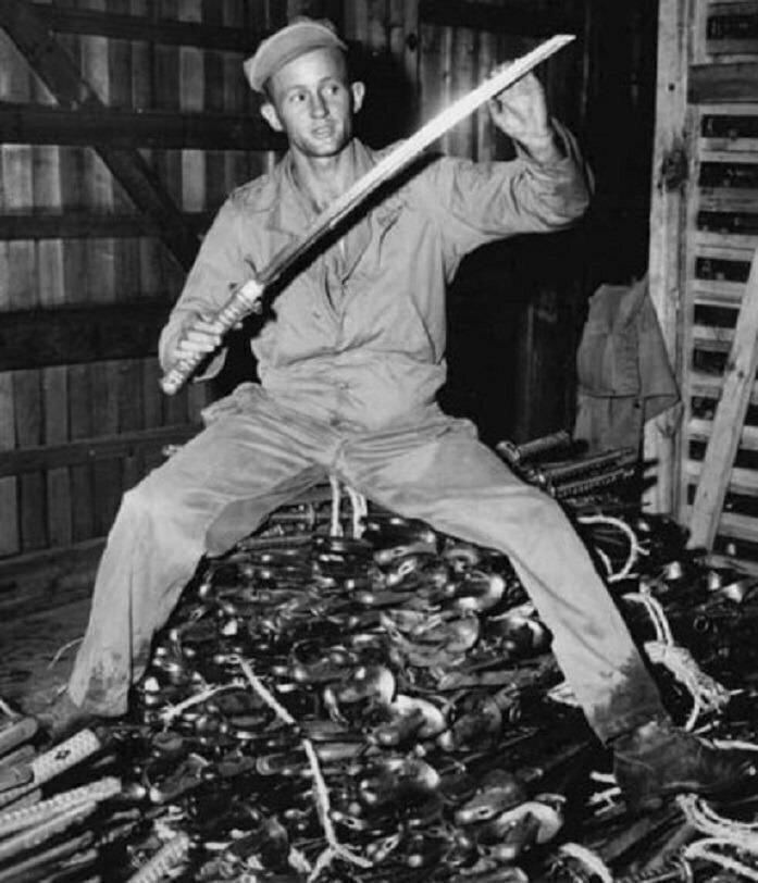 Более 4000 японских мечей катану, захваченные американцами