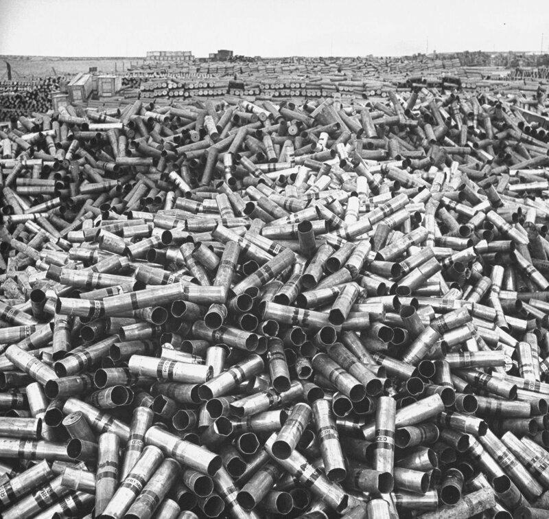 1946 год. 18 миллионов фунтов лома латуни  на складах армии США.