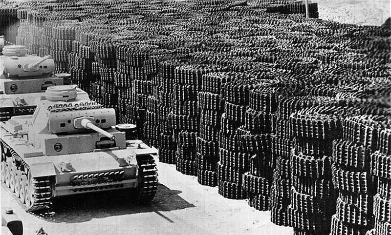 Немецкий танк Panzer III покидает производственный завод. 1942 г. На заднем плане гусеницы для танков