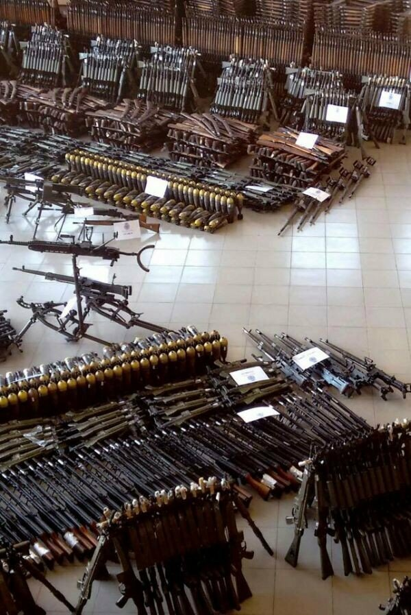 Подпольный склад оружия, Испания, наши дни - более 10.000 единиц