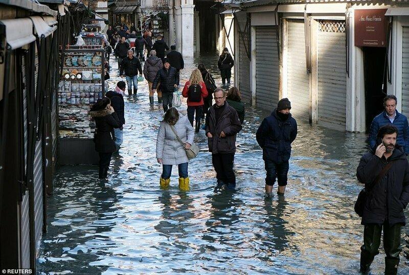 А еще недавно Венеция выглядела вот так: