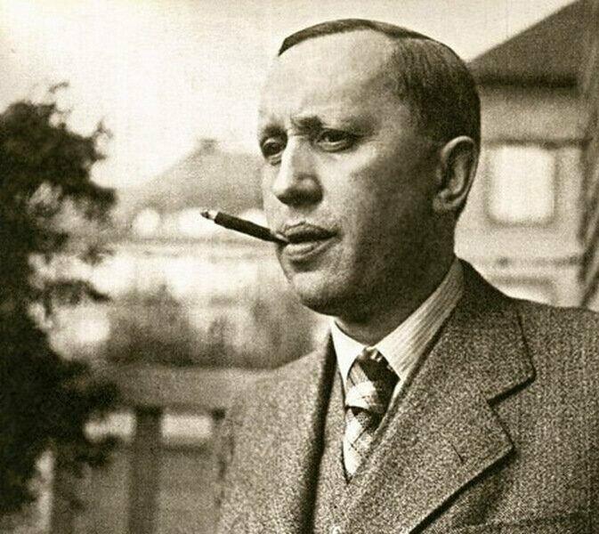 «Представьте себе, какая была бы тишина, если бы люди говорили только то, что знают» Карел Чапек (1890—1938). 09.01 у него день рождения.