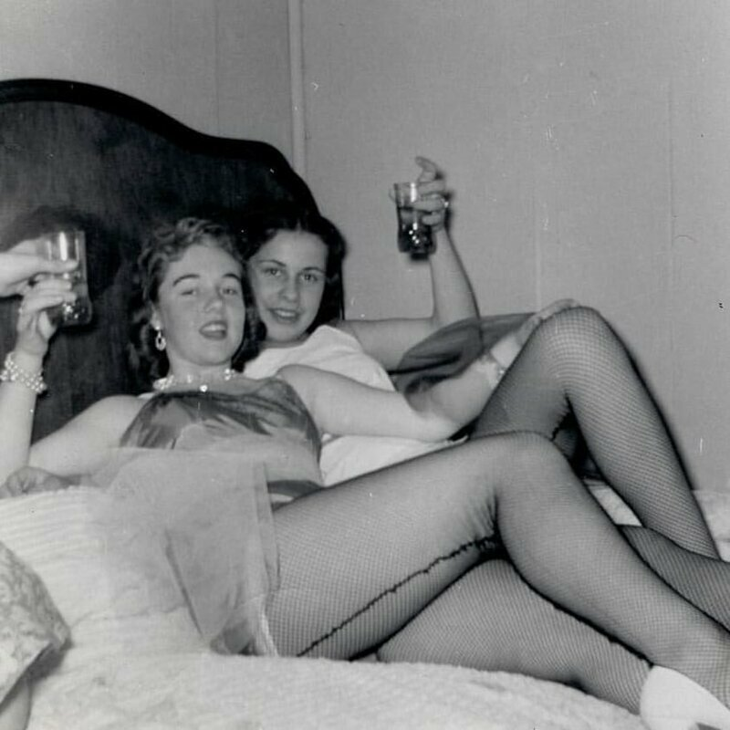 А чулочки носили со швом 1950-е