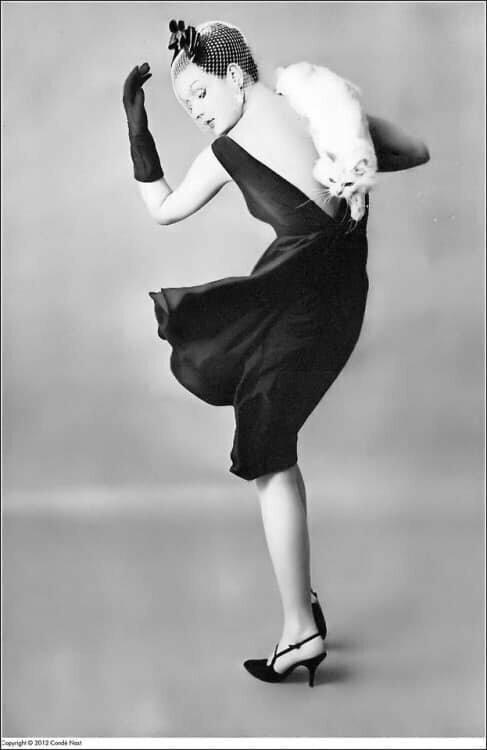 Бетси Пикеринг в маленьком чёрном платье от Lee Claire, 1959.