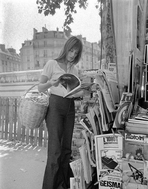 Актриса Джейн Биркин делает покупки в Париже. Июнь 1970